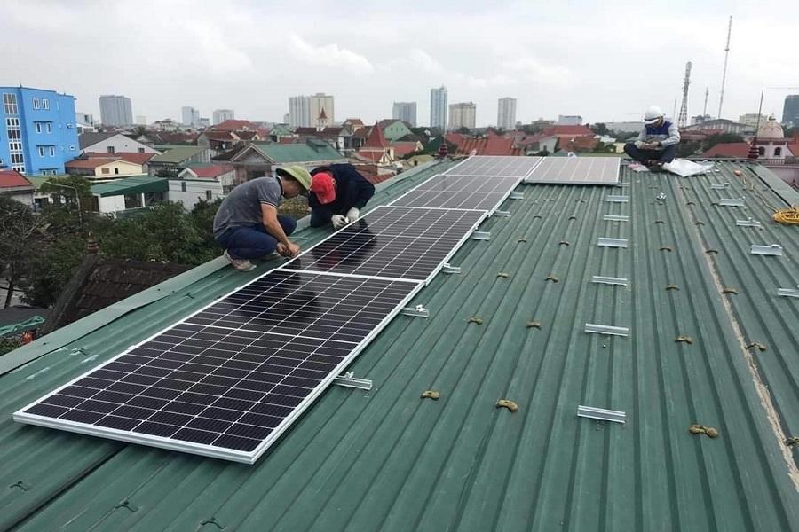 Cập nhật bảng giá pin năng lượng mặt trời mới nhất hiện nay